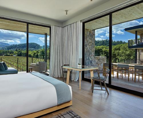 Las Alcobas bedroom