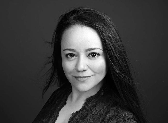 Mayumi Acosta