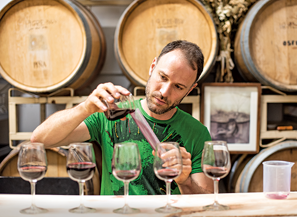 kevin luther pouring natural wines